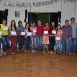 Ação Jovem entrega certificado de curso de informática